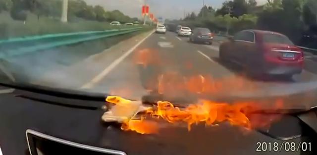 فيديو جديد لإنفجار هاتف اَيفون